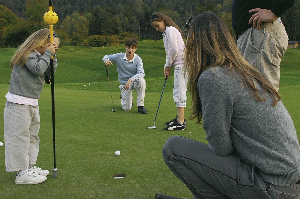 Corsi per principianti e lezioni da golf in una vacanza in Alto Adige